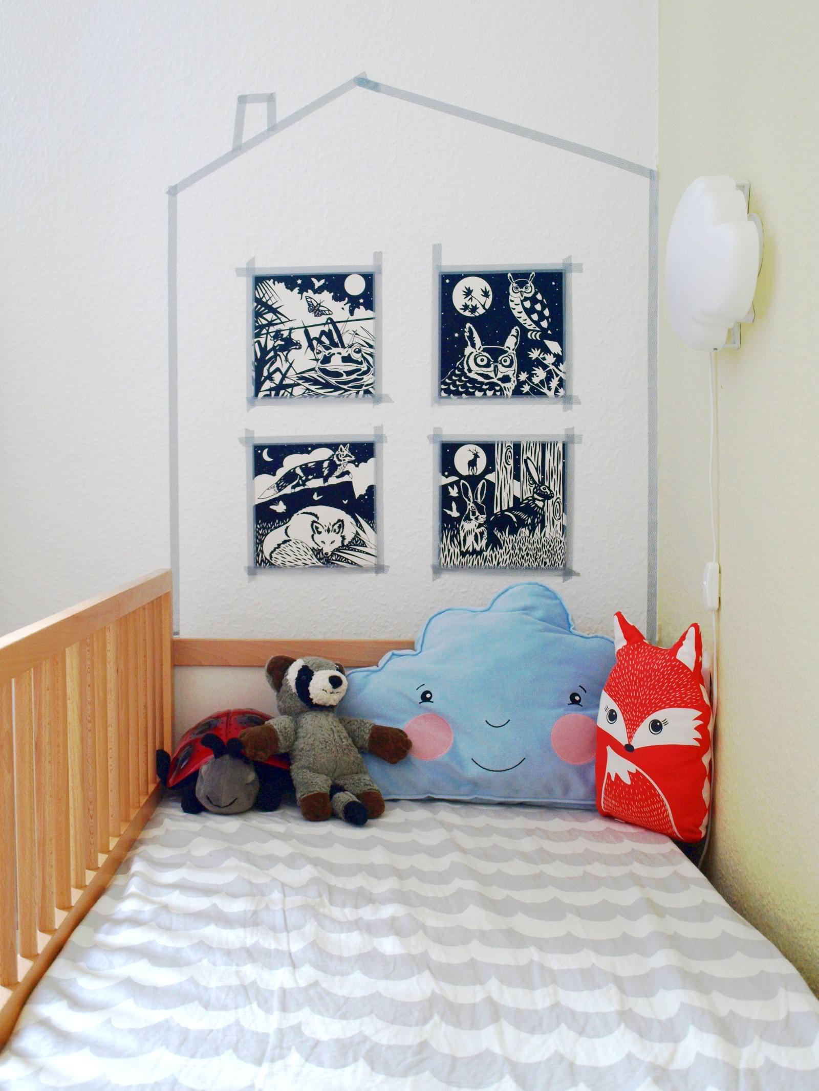 Da Michel Aktuell Noch Im Schlafsack Schläft, Hat Er In Seinem Bett Noch  Keine Bettdecke Liegen. Seine Matratze Habe Ich Mit Einem Bettbezug Bezogen.