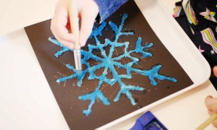 Salzmalerei – bunte Eiskristalle aus Salz