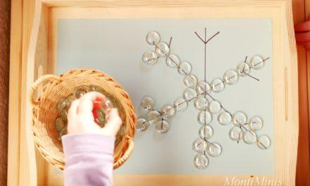 Tablett-Idee – Eiskristalle mit Glasnuggets legen