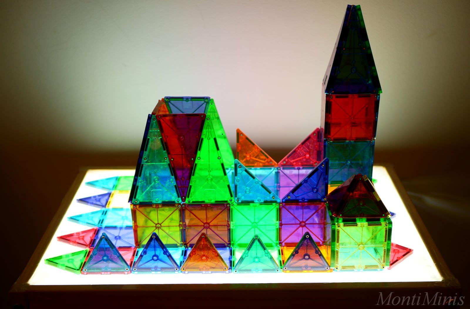 DIY-Lichttisch, Leuchttisch, Ikea-Hack, Bauanleitung, selbstgemacht, Spielen mit Licht, Leben mit Kindern, light table diy | MontiMinis.com