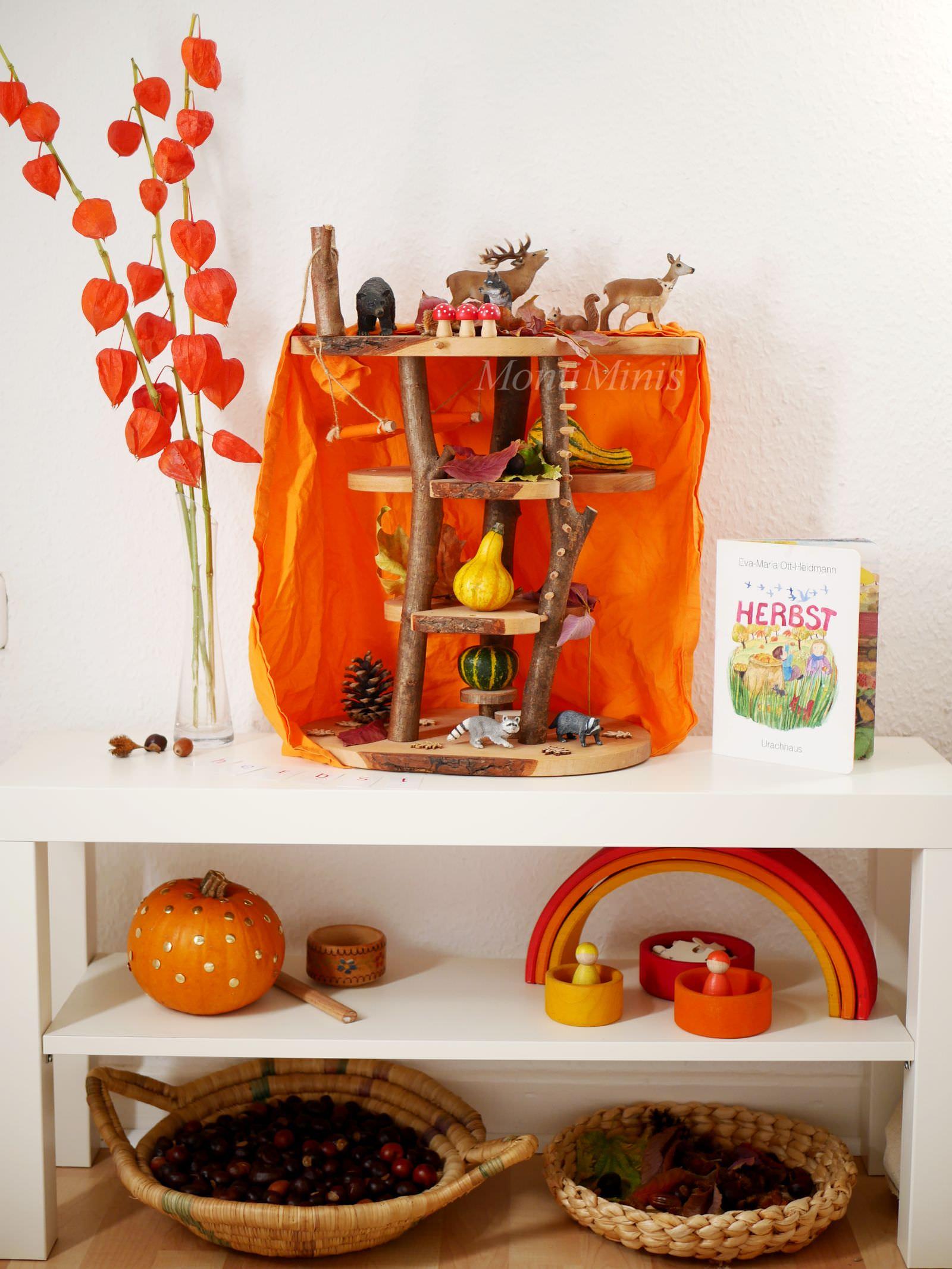 Unser Jahreszeitentisch im Herbst, Naturtisch, Naturmaterialien, Nature table, Waldorf, Montessori, Montessori Blog | MontiMinis.com