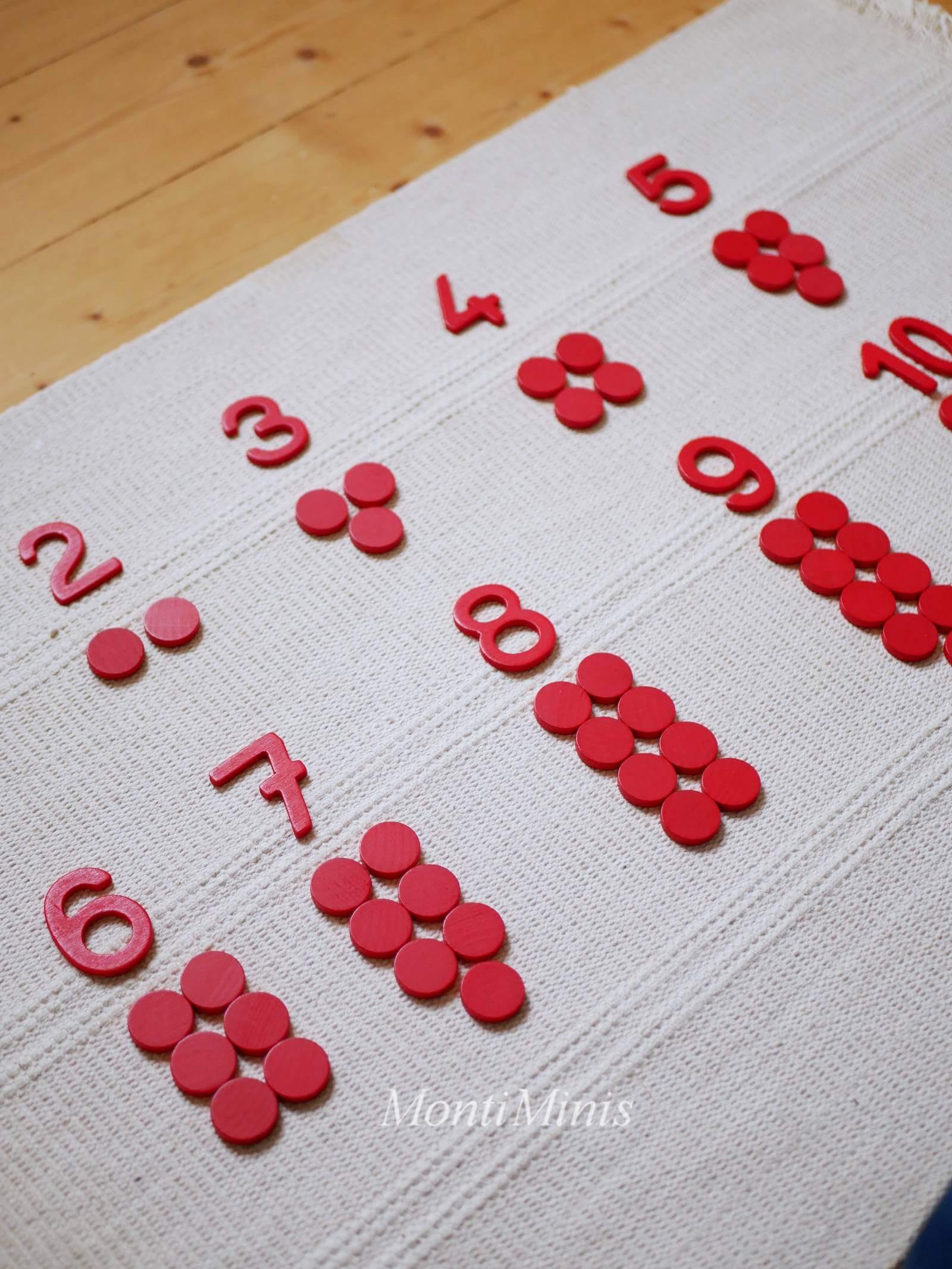 Mathematik-Aktionstablett: Montessori Ziffern und Chips-Mathe-Spielideen- Spielerisch lernen, Montessori Zuhause, Unterrichtsmaterial, Kindergarten, Vorschule & Grundschule- montiminis.com