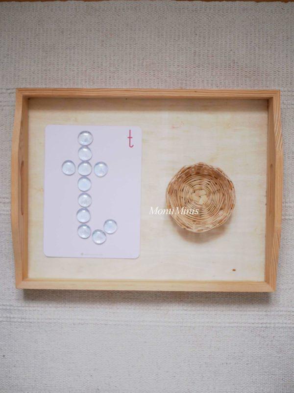 ABC-Glasnugget-Spiele-Buchstaben legen mit Glasnuggets, Muggelsteine, Anlautspiele-Lautierspiele-Erste Buchstabenspiele- Vorschulspiele mit Buchstaben- ABC-Lernkarten-Alphabet-Lernkarten-Sprachmaterial-Unterrichtsmaterial-montessori- montiminis.com